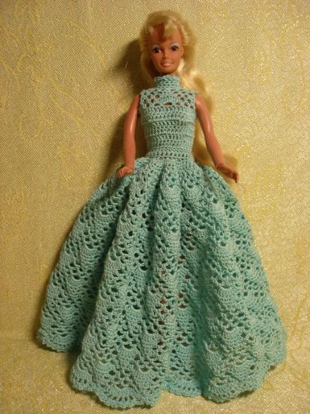 Вязание платьев на барби крючком 776