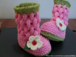 Как связать носки спицами с рисунком. .  Вязанные на спицах детские носки - сапожки.  Дата. suriect.