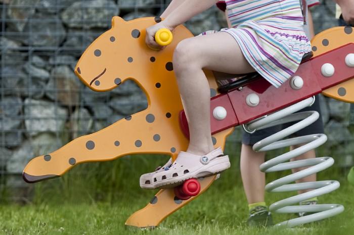 как сделать качалку на пружине, качалка из автомобильной рессоры,качалка для детской площадки